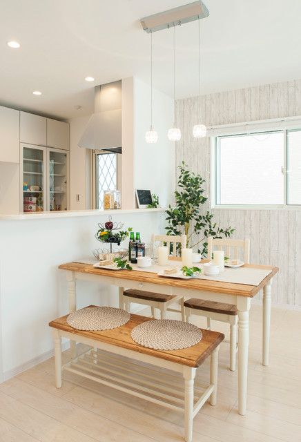 Photo by C-class…らしく暮らすをコーディネートする. See more transitional dining room designs