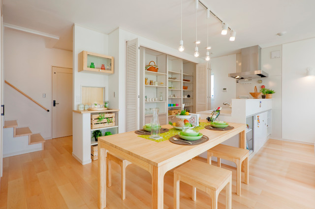 Photo by 住まいのフレスコ. See more scandinavian dining room designs