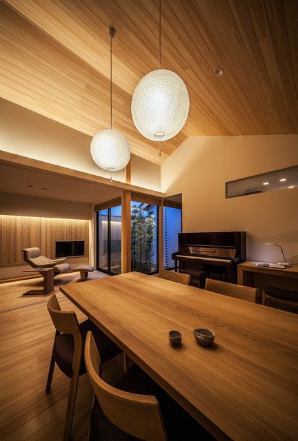 Photo by 株式会社seki.design. See more asian dining room designs